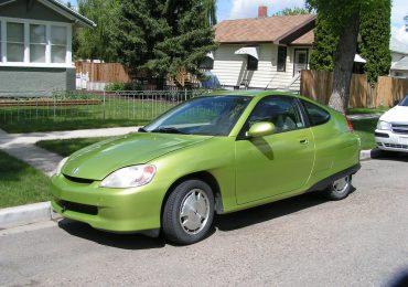 Sokan döntenek a használt autók megvásárlása mellett, mi a helyzet az elektromos autókkal?