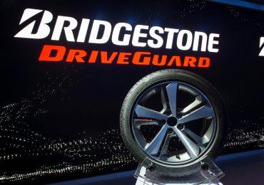 A biztonság mindenek előtt – bemutatkozik a Bridgestone DriveGuard™ defekttűrő technológiája