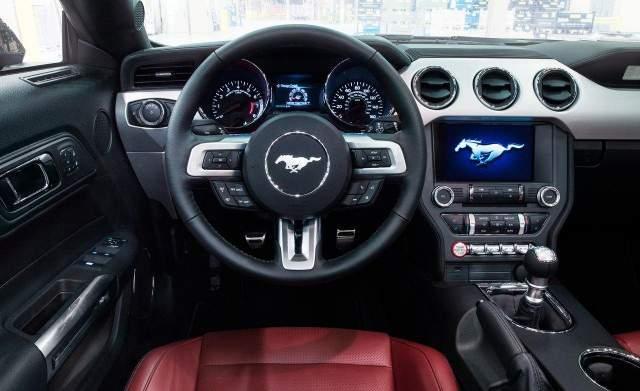Műszerfal: Ford Mustang Fastback