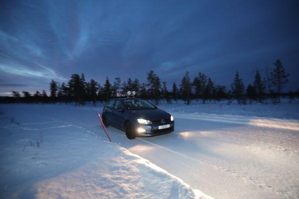 Az ADAC télen is ügyel a gumik minőségére