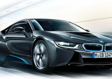 2015 legmenőbb autója lett a BMW i8!