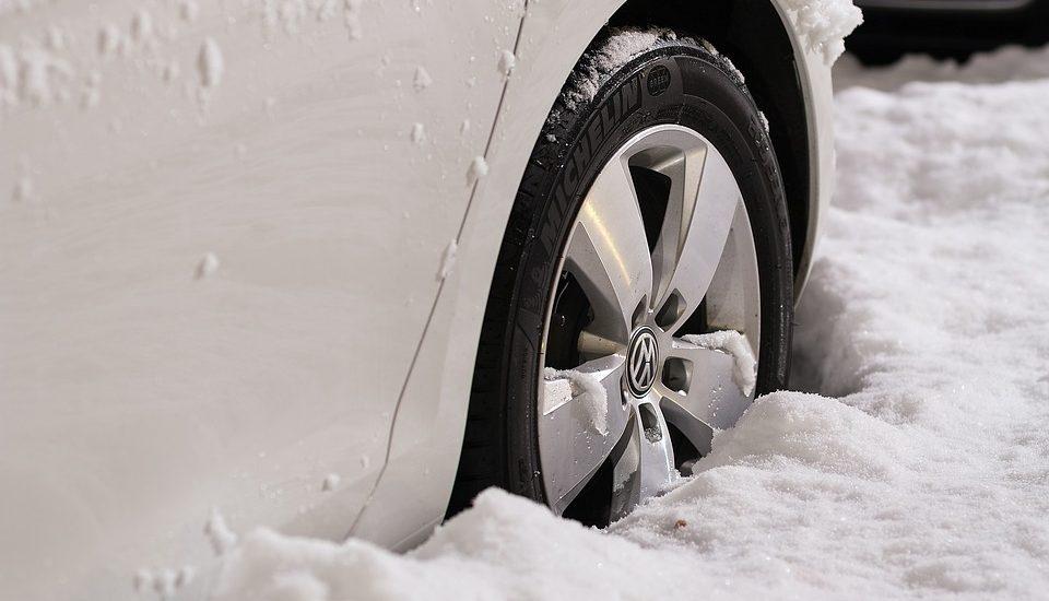 Kötelező téli gumit akarnak a magyar autósok